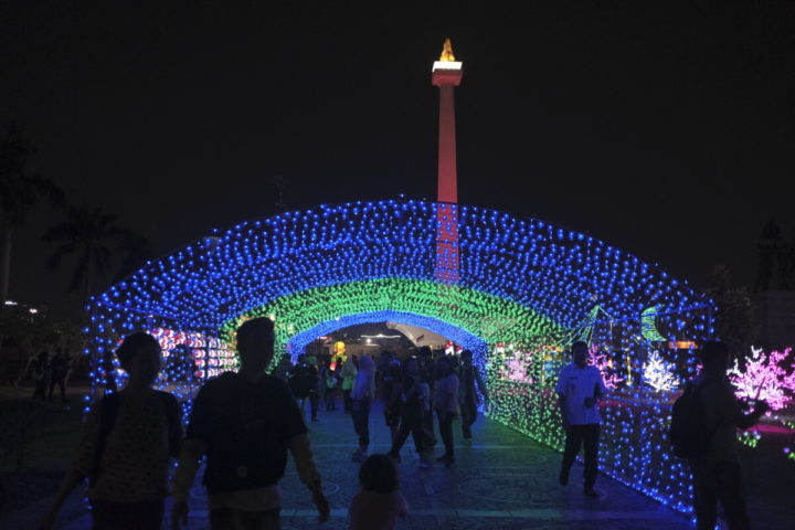 "Bermandi Cahaya di ""Festival of Light"" Monas"